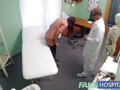 Fakehospital kort haired hottie har ingen försäkring