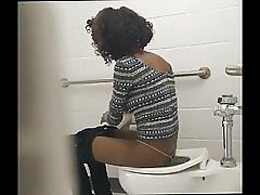Skinny svarta röv - dolda toalett cam