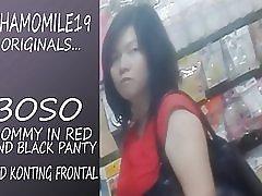 Boso mamma i röd klänning svart Trosa