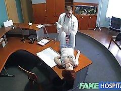 Fakehospital petite rödhåriga sexuella färdigheter gör läkare