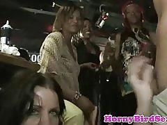 Verkliga cfnm amatör facialized på fest med voyeurer